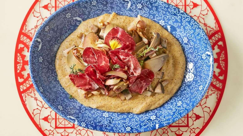 Bresaola Giò Porro con polenta di mais quarantino, carciofi ed erbe